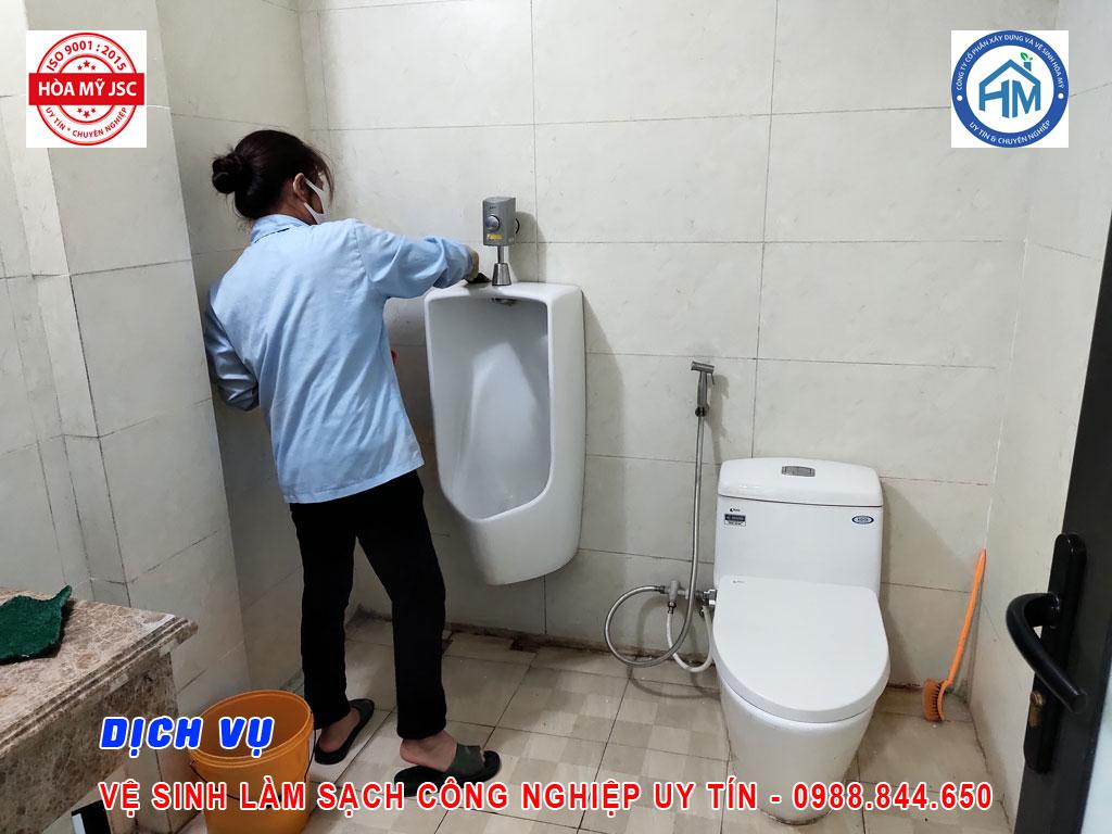 vệ sinh công trình nhà ở đang sử dụng